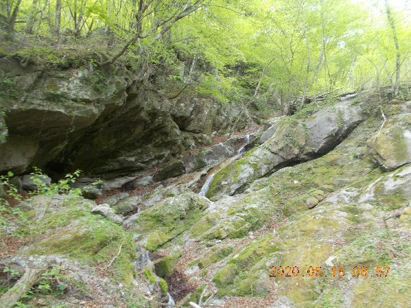 ハング壁の滝