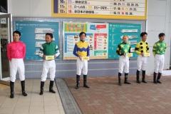 191020 川崎競馬所属騎手による募金活動-01