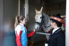 200131 ミカエル・ミシェル騎手とコスプレ誘導馬-01