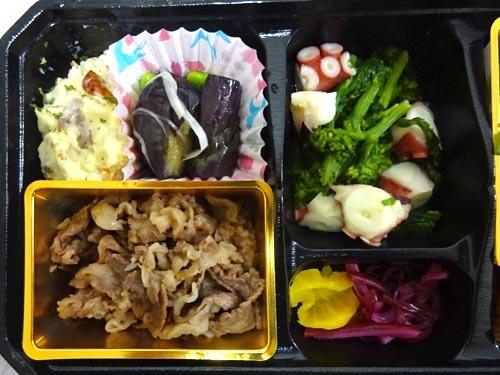 25菜の花とタコの酢味噌しばワカメの漬物茄子の揚げ煮さばの燻製ポテサラ黒毛和牛しぐれ煮