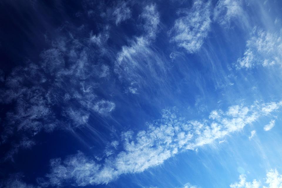 尾流雲は静かに消えて行く