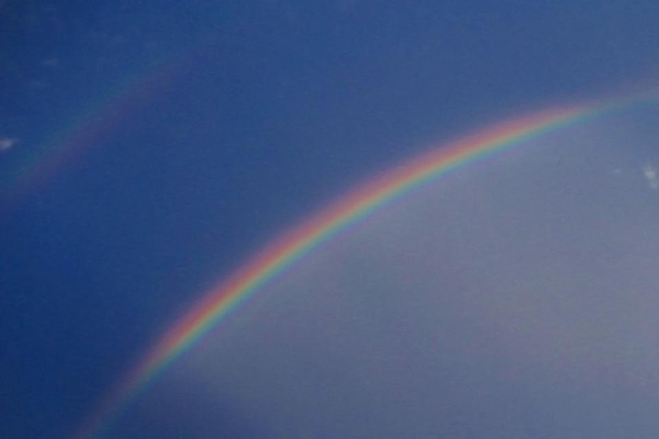 主虹・副虹・過剰虹・アレクサンダーの暗帯