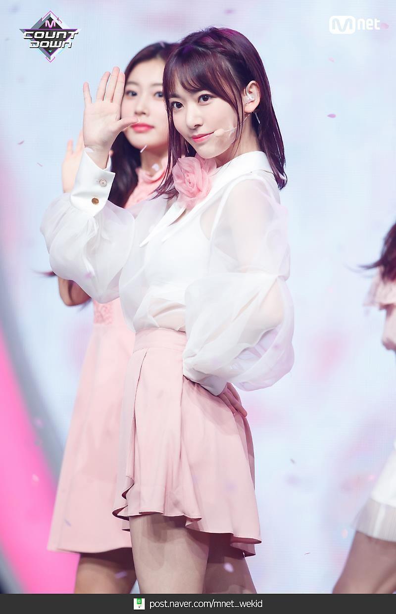 宮脇咲良 2019 薔薇 4 済み