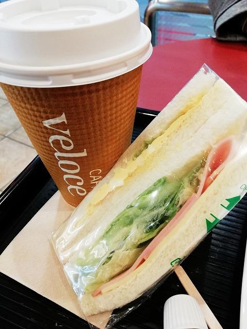 リーズナブルできれいな喫茶店です♪(尼崎中央商店街・カフェ・ベローチェ 尼崎神田中通店)