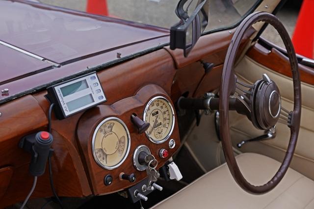 191207クラッシックカー内部3