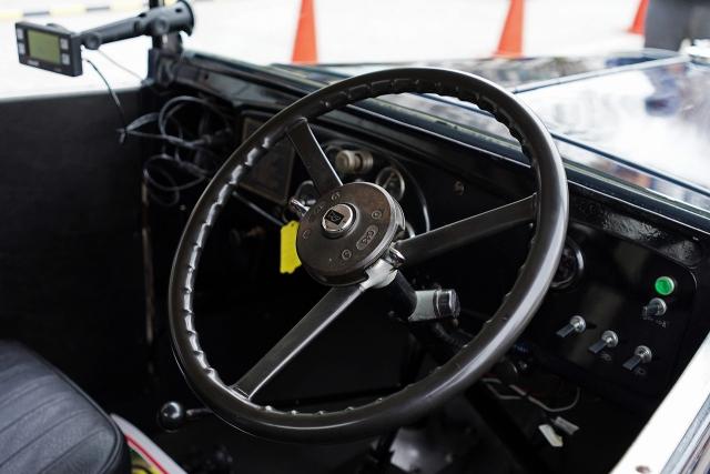 191207クラッシックカー内部2