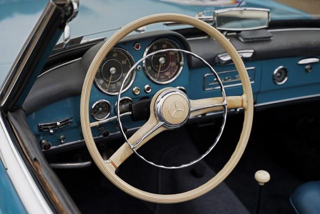 191207クラッシックカー内部5