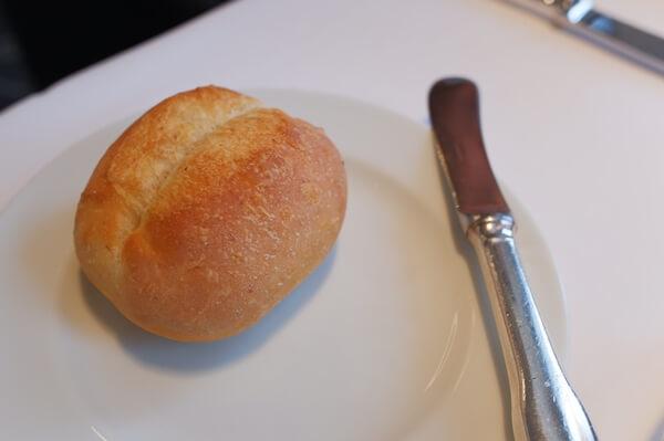 お皿に乗ったプチパン