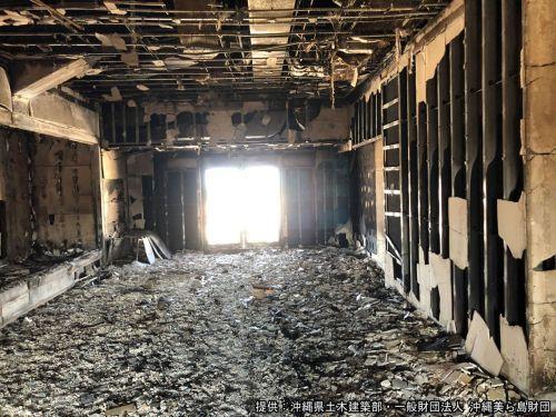 黄金御殿の内部。正面を抜けると正殿二階へと続く廊下があった6b9578a7978b8731737ce357d3af86a6