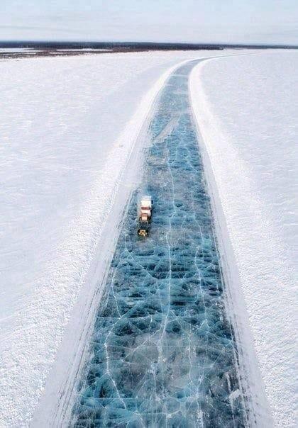 「ハイウェイ101」。アラスカのアイスロード