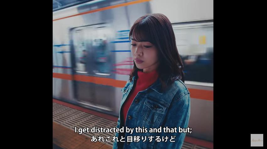 金澤朋子『黄色い線の内側で並んでお待ちください』MV03