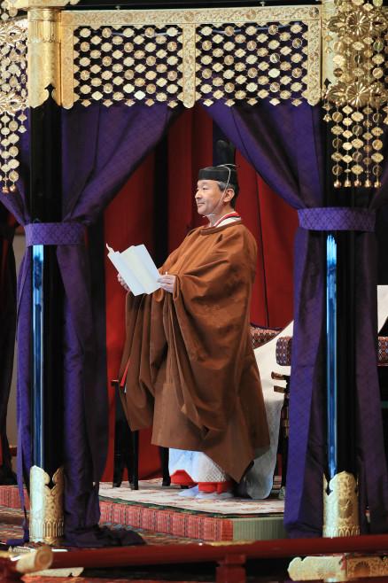 天皇陛下におかれましては、めでたく即位礼正殿の儀を挙行され、即位を内外に宣明され、心よりお慶びを申し上げます。