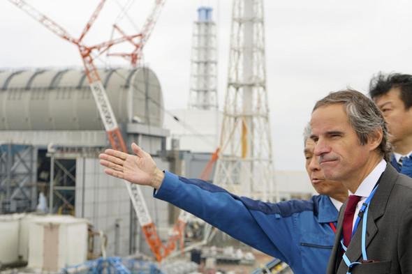 日本を訪問したラファエル・マリアーノ・グロッシ国際原子力機関(IAEA)事務局長が、福島県双葉郡にある福島第1原発を視察している/共同・聯合ニュース