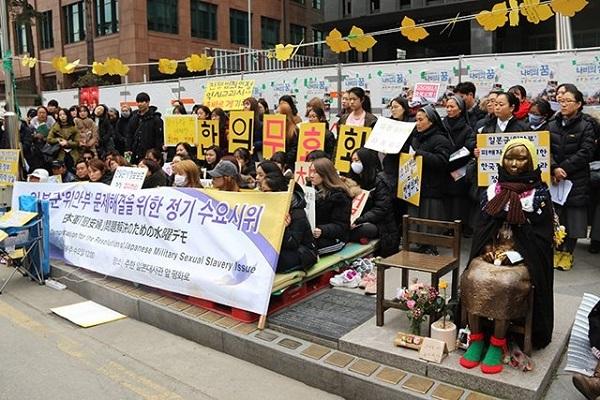 水曜デモ 韓国