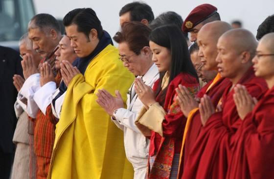 平成23年(2011年)11月、ブータン国王・王妃両陛下は、来日され、福島県相馬市などを訪れて東日本大震災の犠牲者にお祈りを捧げてくださったり、相馬市の子供たちを励ましてくださった