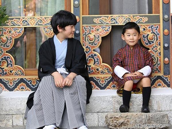 秋篠宮皇嗣殿下・皇嗣妃殿下(ご夫妻)と悠仁親王殿下は、令和元年(2019年)8月のブータン旅行でブータン王子とも交流していて、ご一家と家族ぐるみのご親交を深めている。は笑顔いっぱい