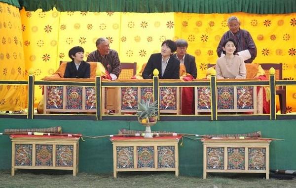【写真特集】悠仁さま、ブータンへ。中学1年生の夏休みは笑顔いっぱい