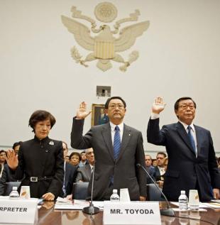 トヨタ自動車の豊田章男社長は24日午後(日本時間25日早朝)、トヨタ車の大規模リコール(回収・無償修理)をめぐる米下院監督・政府改革委員会の公聴会で証言し