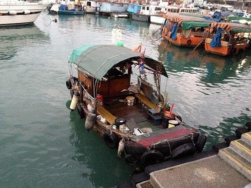 「サンパン」(支那南部や東南アジアで使用される木造船)