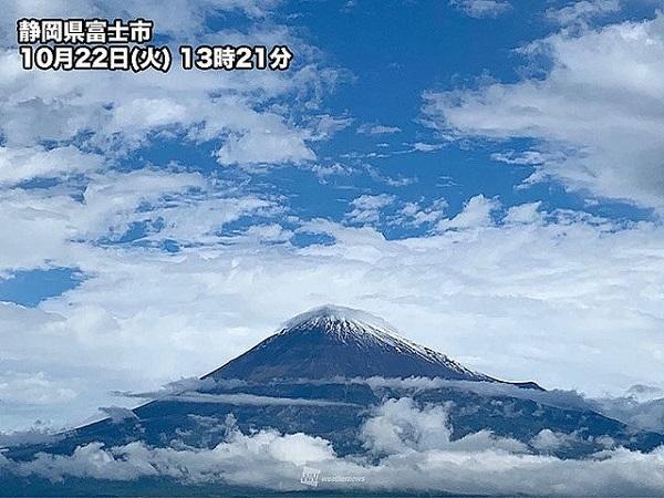 富士山が初冠雪 山梨 甲府地方気象台から観測 平年より22日遅く ●