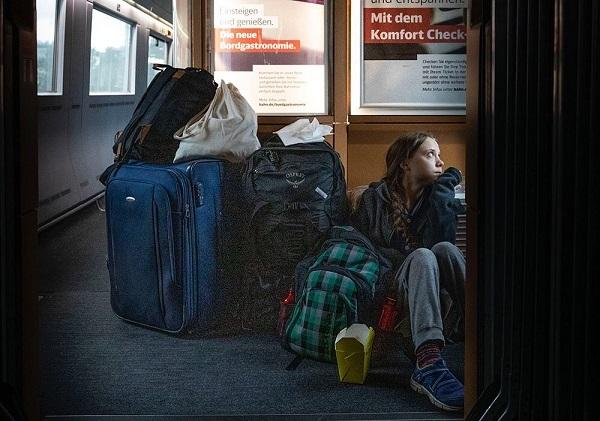 20191220グレタ「航空機は環境破壊」16億円ヨットで移動!列車で1等席より床に座った写真公開!偽善と炎上