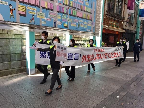 20200422捏造!朝日新聞系の日刊スポーツ!圧縮写真で「吉祥寺は先週末と同じにぎわい」!先週既に大幅減少
