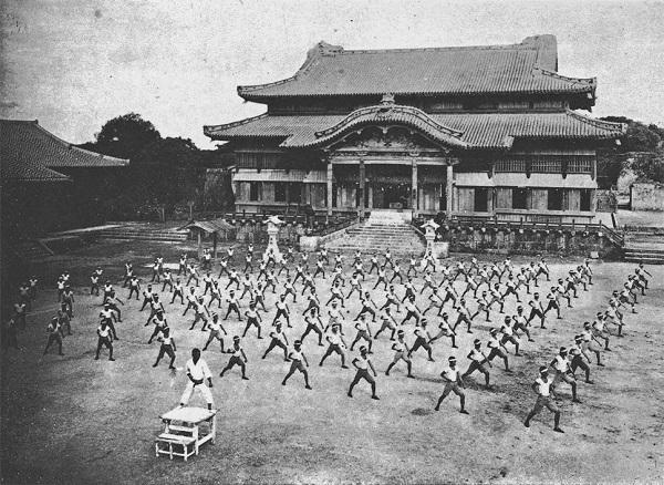 戦前の沖縄神社拝殿(首里城正殿) - 昭和13年(1938年)