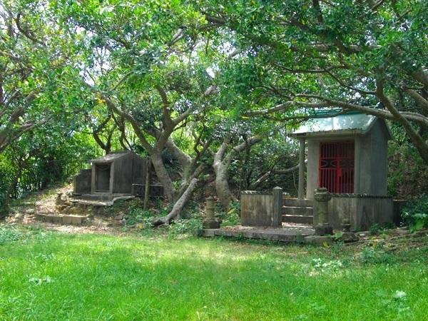 沖縄神社は首里城から東へ約1Km離れた弁ヶ嶽にひっそりと鎮座されている