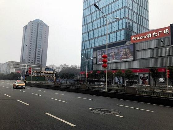 人の姿がほとんどない武漢市内の様子=2020年1月23日、同市の住民提供