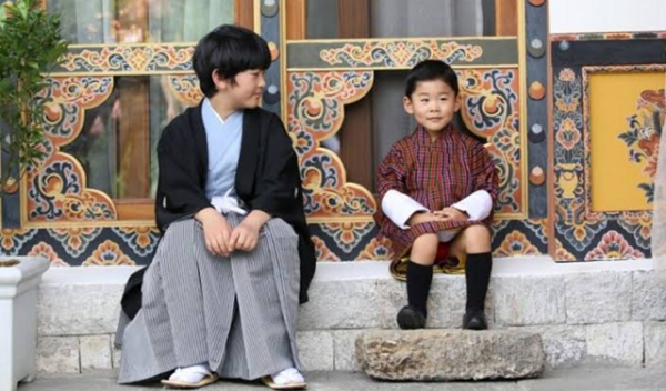 秋篠宮ご夫妻と長男の悠仁さまは、2019年8月のブータン旅行で王子とも交流していて、秋篠宮ご一家は、国王ご一家と家族ぐるみでひと時を過ごされたという。
