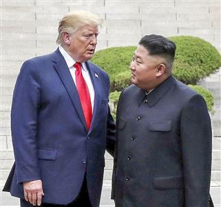 トランプ大統領(左)は正恩氏に鉄槌を下すのか(ゲッティ=共同)