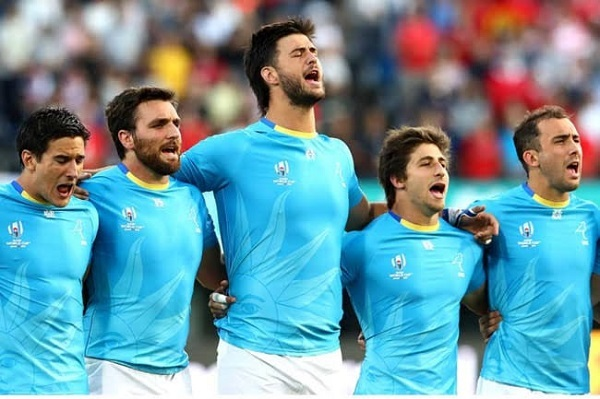 【W杯名場面】ウルグアイ国歌を全力熱唱 1人のマスコットキッズが感動呼ぶ「これだけで涙が」