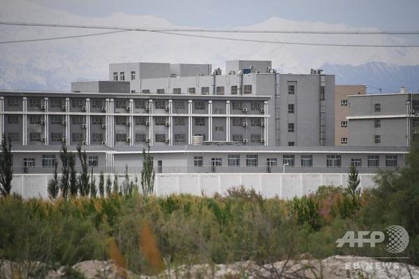 中国・新疆ウイグル自治区アクトにあるウイグル人の「再教育施設」とみられる建物(2019年6月4日撮影、資料写真)。(c)GREG BAKER / AFP