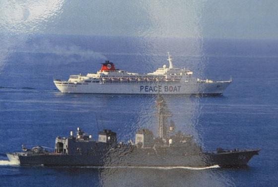 ピースボートは2009年2月28日に【ソマリア沖に海上自衛艦を出すな! 海賊問題に名を借りた海外派兵新法に反対する!】共同声明を発した約2か月後2009年5月にソマリア沖で自衛隊に護衛してもらった!