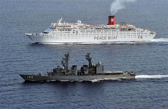 「『危ないときは守って』はムシがいい」 ソマリア沖で海上自衛隊の護衛艦がピースボートを護衛