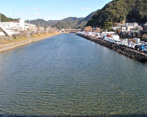 清流岩松川