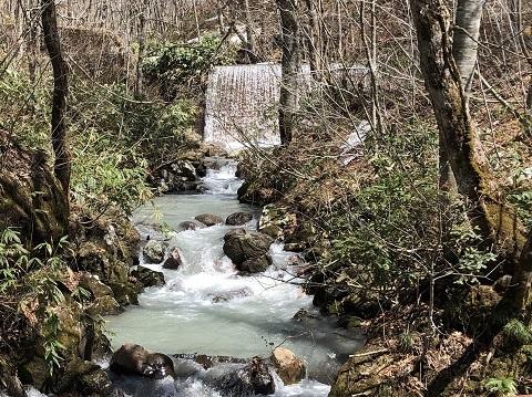 鶴の湯川2