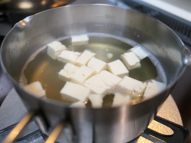 出汁に豆腐