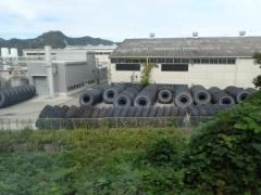 巨大なタイヤの工場