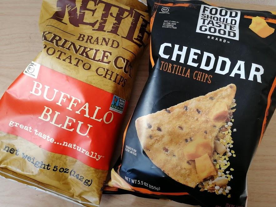 Food Should Taste GoodのCheddar Tortilla ChipsとKettleのBuffalo Bleu