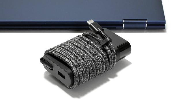 HP 65W USB-C スリムACアダプター_I0G1A6884