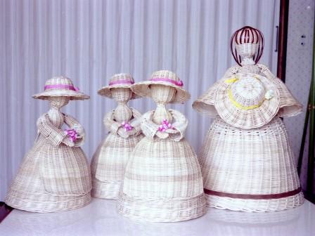 籐作品 花を持つラタンドール & 帽子を持つ人形