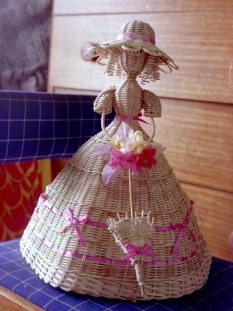 籐作品 パラソルを持つ人形 1