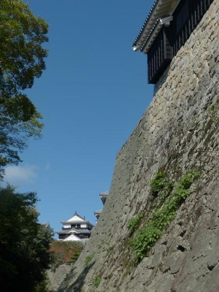 松山城・太鼓櫓の石垣と大天守