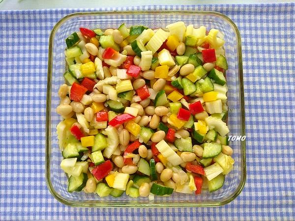 水煮大豆とパプリカのマリネ