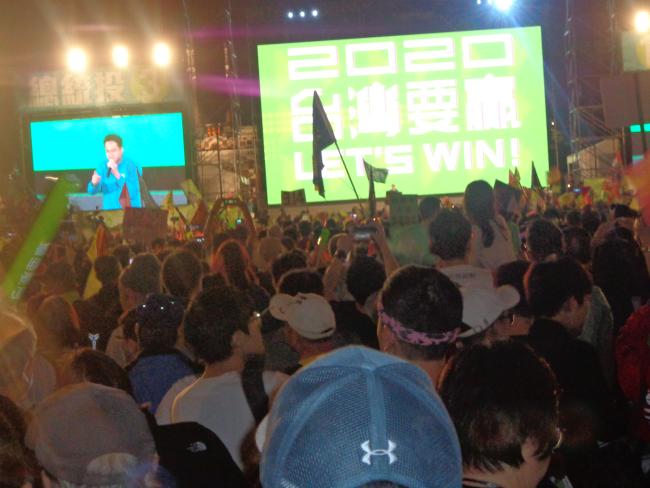 台北総統府前10日祭英文集会