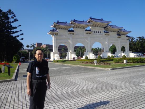 台北自由広場にて9日