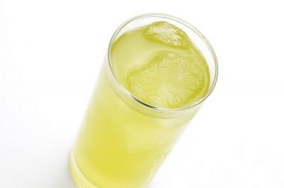 意外に知らないお酒の知識!お茶割りと緑茶ハイの違いとは?
