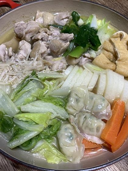 鶏だしが美味しい塩味鍋