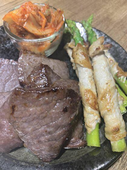 牛肉の塩麹漬けとアスパラの肉巻き